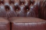 Chesterfield Sofa First Class Leder | 2- Sitzer |  Cloudy Rot | 12 Jahre Garantie_