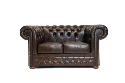 Chesterfield Sofa First Class Leder | 2-Sitzer | Cloudy Braun Dark | 12 Jahre Garantie