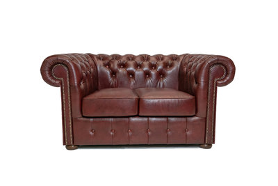 Chesterfield Sofa Class Leder | 2- Sitzer |  Cloudy Rot | 12 Jahre Garantie