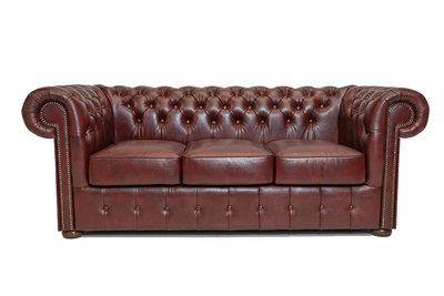 Chesterfield Sofa Class Leder | 3- Sitzer| Cloudy Rot | 12 Jahre Garantie